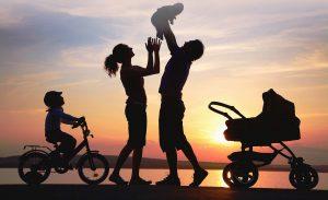 famiglia felice protetta C.A.T. sistemi di sicurezza - Torino e provincia